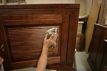 Bien nettoyer un meuble avant de le peindre