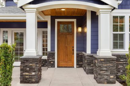 Protéger sa porte en bois extérieure