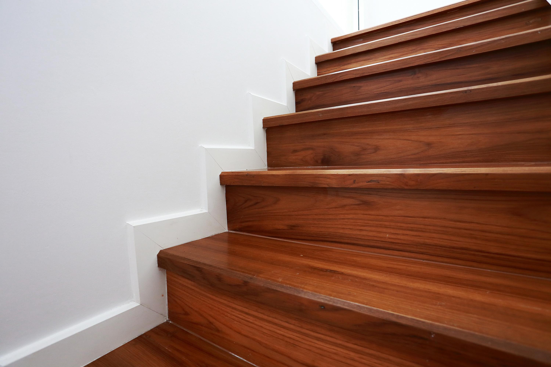 Vitrificateur Escalier Apres Peinture vernir un escalier ou un parquet - districolor